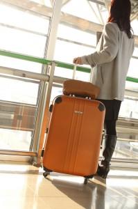 海外出発当日のスーツケースや服装があれば尚良し